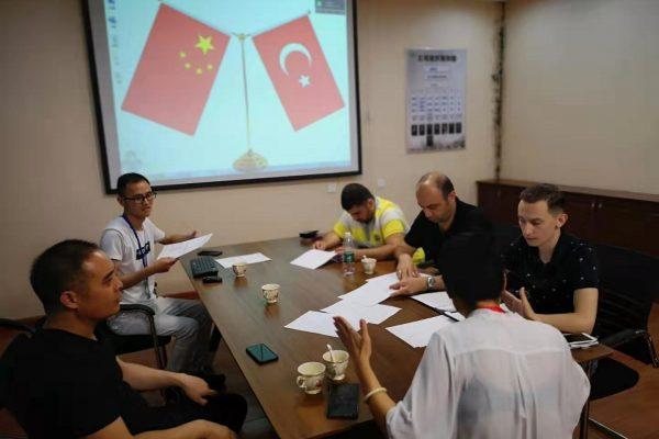 Çin'de İş Görüşmesi